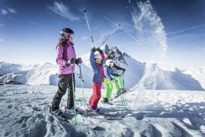 Familie im Skigebiet Fügen/Spieljoch